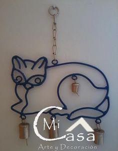 Movil de gato de hierro forjado