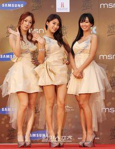 Soyou, Bora, Hyorin Sistar Kpop, All White, Girls Generation, Asian Girl, Mercedes Benz, Ballet Skirt, Celebrities, Skirts, Group Photos