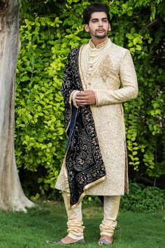 Weddings Discover Luxurious Embroidered Sherwani Stylish Sherwani with the Touch of Golden Sequin work - Virat Collection by Manyavar Best Indian Wedding Dresses, Wedding Dress Men, Pakistani Wedding Outfits, Punjabi Wedding, Indian Weddings, Wedding Wear, Farm Wedding, Wedding Couples, Boho Wedding