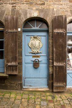 Dinan, Côtes-d'Armor, France That lock tho! Cool Doors, Unique Doors, Portal, Entrance Doors, Doorway, All About Doors, Door Knobs And Knockers, When One Door Closes, Door Gate