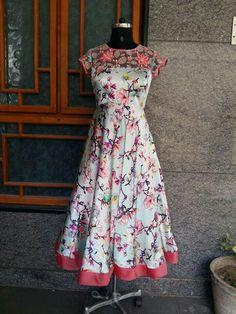 Dresses Kurti Designs Party Wear, Kurta Designs, Blouse Designs, Frock Models, Kalamkari Dresses, Frocks And Gowns, Long Gown Dress, Indian Gowns Dresses, Dress Neck Designs