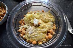 Hummus cu paprika și za'atar - rețeta de cremă de năut vegană (de post) | Savori Urbane Tahini, Hummus, Oatmeal, Breakfast, Food, The Oatmeal, Morning Coffee, Rolled Oats, Essen