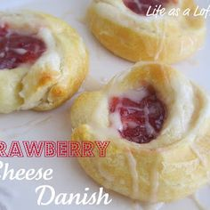 Strawberry Cheese Danish---super easy and amazing! The donut shop here in town stop making them. These taste just like it! (By: Pillsbury) Just Desserts, Delicious Desserts, Dessert Recipes, Yummy Food, Yummy Yummy, Delish, Cream Cheese Danish, Danish Food, What's For Breakfast