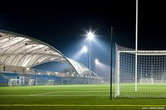 Stade Leo Lagrange / Archi5    http://www.archdaily.com/332300/stade-leo-lagrange-archi5/