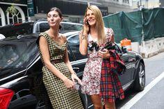 La Contributing Fashion Editor de W Magazine, Giovanna Battaglia et l'Editor-at-large et Creative Consultant de Vogue Japon, Anna Dello Russ...