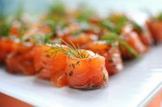 gravad lax Swedish Christmas Food, Xmas Food, Xmas Dinner, Types Of Food, Party Snacks, Sweden, Advent, Dining, Fruit