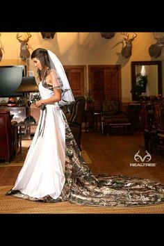 Camo Wedding Dress!! I so want!!!!