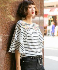 【ZOZOTOWN】LOWRYS FARM(ローリーズ ファーム)のTシャツ/カットソー「シシュウソデフレアTEESS 764077」(764077)をセール価格で購入できます。