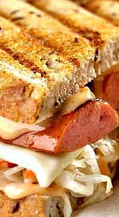 Grilled Reuben Sandwich with Polish Kielbasa Sausage Sandwich Recipes, Polish Sausage Recipes, Sausage Sandwiches, Dog Recipes, Wrap Sandwiches, Cooking Recipes, Reuben Sandwich, Grilled Sandwich, Pork