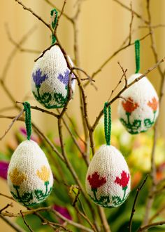 Easter eggs with little tulips from Easter Knits-Eggs, Bunnies, and Chicks-with a Fabulous Twist by Arne & Carlos.