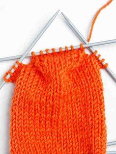 Villasukan sileä kantapohja Knitting Socks, Hand Knitting, Knitted Hats, Knitting Patterns, How To Start Knitting, Yarn Crafts, Handicraft, Crochet Stitches, Weaving