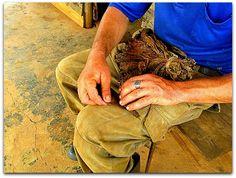 Trabajo artesanal del tabaco. Vinales, Birkenstock Boston Clog, Clogs, Craft Work, Natural Playgrounds, Clog Sandals