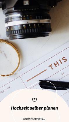 Für eine einmalige Traumhochzeit braucht es die perfekte Planung. Wir haben eine Hochzeitscheckliste für Dich, mit deren Hilfe Du alle Deine Hochzeit selber planen kannst, sowie inspirierende Ideen und Tipps von einem Hochzeitsprofi findest. Gold, Jewelry, Perfect Wedding, Invitation Cards, Celebration, Invitations, Tips, Gifts, Jewlery