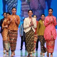 Desain Tenun Troso Jepara memiliki perpaduan warna yang menarik. Tenun Troso memiliki kualitas kain yang tidak diragukandan memiliki seni yang istemewa selain untuk pakaian formal, bisa juga untuk pakaian santai, tergantung model baju yang dibuat.