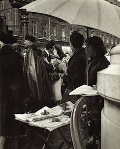 Robert Doisneau - Lovers ,Paris ( 1950s).