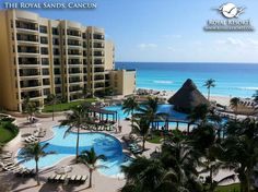 It's Friday in paradise! We hope you enjoy an amazing weekend. :) (Photo by Troy P) #theroyalsands #cancun #beach #mexico #royalresorts #paradise