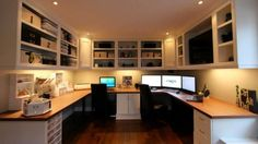 Home offices are often more comfortable to work in than the official fluorescent-lit/cubicle kind. Today's featured workspace, with its custom-built cabinets and room-spanning U-shaped desk for two, is both organized and homey.