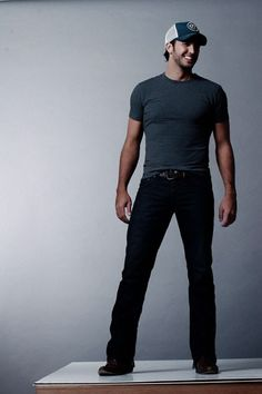 oh Luke Bryan, can you please do a twirl so i can see your backside in those jeans