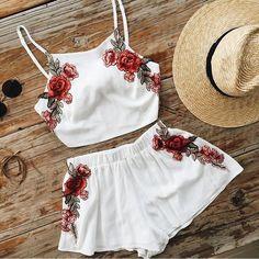 #mulpix • TENDÊNCIA • Conjunto cropped e shorts 🌹  #tendência  #look  #lookinspiracao  #moda  #fashion  #conjunto  #cropped  #shorts
