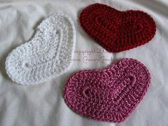 Free crochet miniature heart patterns are always a hit around Valentine's day.  Get out your crochet hooks and give this pattern a try.  It's one of our best free fast easy crochet patterns and we know you'll just love it!