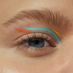 A fun minimalistic abstract colorful eyeliner look with blue, orange and yellow liners and a natural bushy eyebrow - creative, artistic and editorial eye makeup art - eye makeup for blue eyes Creative Eye Makeup, Eye Makeup Art, Blue Eye Makeup, Bushy Eyebrows, Eyeliner Looks, Ikon, Makeup Looks, Blue Orange, Yellow