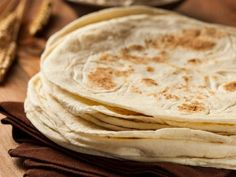 In Mexican cuisine, tortillas are as essential as daily bread. With this simple recipe, you can create your very own homemade flour tortillas. In a nutshell, the homemade flour tortill… Recipes With Flour Tortillas, Fresh Tortillas, Homemade Flour Tortillas, Low Carb Tortillas, Beef Recipes For Dinner, Potluck Recipes, Mexican Dishes, Mexican Food Recipes, Trans Fat Foods