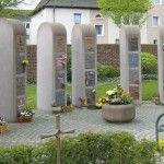 Urnenstelen sind verfügbar auf den kommunalen Friedhöfen Dasbeck, Herringen-Nord, Pelkum und Süden, dem kath. Westenfriedhof sowie dem ev. Westenfriedhof. http://www.makiol.de/grabarten/