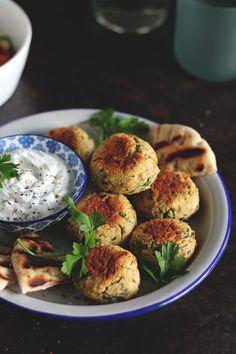 Φαλάφελ στο φούρνο Falafel, Salmon Burgers, The One, Recipies, Eggs, Breakfast, Ethnic Recipes, Food, Recipes