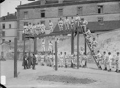 Mobilisation 1914 gymnastique à la caserne Les frères Séeberger, photographes de la vie militaire - ECPAD