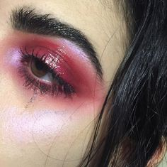 Spotlight - How to Pull Off Glossy Eyes Without Looking Like a Hot Mess - Photos Makeup Goals, Makeup Inspo, Makeup Art, Makeup Inspiration, Makeup Tips, Hair Makeup, Cute Makeup, Pretty Makeup, Eyeliner