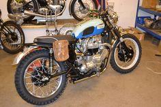 Triumph Scrambler, Triumph Bonneville, Triumph Motorcycles, Cars And Motorcycles, Desert Sled, Car Engine, Vintage Bikes, Steampunk, Bmw
