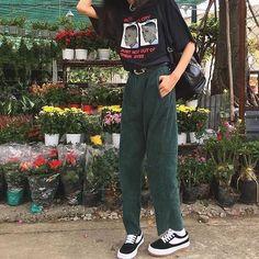 Korean Fashion – How to Dress up Korean Style – Designer Fashion Tips Vintage Outfits, Retro Outfits, Grunge Outfits, Casual Outfits, Hipster Outfits, Look Fashion, 90s Fashion, Korean Fashion, Fashion Outfits