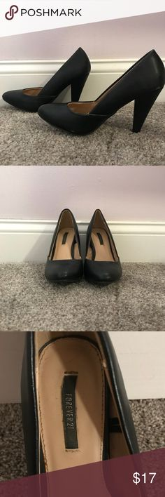 Black pumps Black Forever 21 heels. Approximately 2.5 inches high (for exact measurements just ask). Perfect shoes for work or a night out. Size 5.5 and barely worn. For additional questions please feel free to leave me a comment. I am willing to accept offers, and anytime you bundle you'll automatically get the posh discount I have set up and I may send you a personal one 💕 Forever 21 Shoes Heels