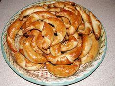 Desať receptov na plnené rožteky - Žena SME Apple Pie, Desserts, Food, Basket, Tailgate Desserts, Deserts, Essen, Postres, Meals