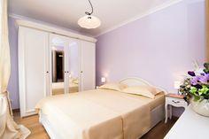 Cazare regim hotelier Sala Palatului, Bucuresti. #Bucuresti #SalaPalatului Bucharest, Victoria, Bed, Furniture, Home Decor, Decoration Home, Stream Bed, Room Decor, Home Furnishings