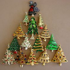 christmas pins | Merry Christmas Tree Pins | Vintage Charms Bracelets
