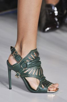 The Best Shoes, Bags, and Baubles on the 2015 Runways -- Marissa Webb Spring 2015 Fab Shoes, Pretty Shoes, Dream Shoes, Crazy Shoes, Beautiful Shoes, Cute Shoes, Me Too Shoes, Shoes Heels, Stilettos
