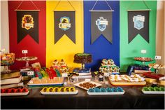 Ideer til en fødselsdag Harry Potter - Sweet Party Day - Joanna Baby Harry Potter, Harry Potter Motto Party, Gateau Harry Potter, Harry Potter Fiesta, Harry Potter Thema, Cumpleaños Harry Potter, Harry Potter Halloween Party, Harry Potter Classroom, Harry Potter Baby Shower