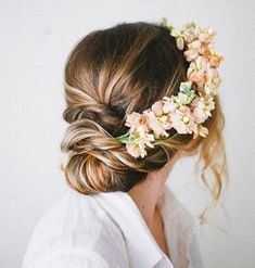 Hoppy Easter to all those celebrating  This #hairstyle is perfect for the occasion  Double tap if you love flower accessories   #Hairinspo via #pinterest