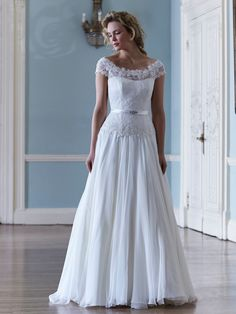 Chantelle by Sassi Holford http://sassiholford.com/dresses/chantelle/