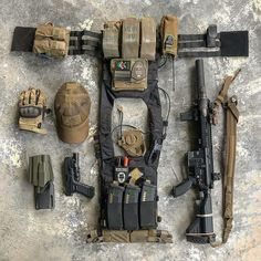 Second equipment gear Tactical Survival, Survival Gear, Tactical Gear, Tactical Training, Survival Items, Tactical Clothing, Plate Carrier Setup, Airsoft Gear, Combat Gear