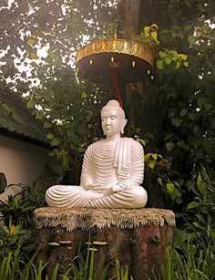 """""""In the material world, there are limitations. We always want more, but in the spiritual world, just a short prayer and you're infinitely content.""""   ~ H.H. the Dalai Lama      <3 lis"""