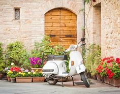 Planning your trip to Italy and looking for the best Rome Travel Tips? Look no further - this comprehensive list has everything you need to know! Rome Travel, Italy Travel, Naples, Italia Vintage, One Day In Rome, Vespa Italy, Travel Tips, Travel Destinations, My Road Trip