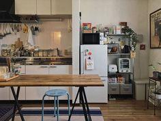 「生活感」は隠さない。食卓を中心にした小さな40㎡の家族の暮らし | goodroom journal Interior Inspiration, Room Inspiration, Japan Apartment, Cafe House, Small Room Decor, Minimalist Room, Japanese Interior, Tiny Spaces, Interior Design Kitchen