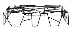 Mesa C41, design de Marcus Ferreira, com estrutura de ferro pintado de preto, 1,20 x 0,60 x 0,25 m, de R$ 1.221 por R$ 916 (Foto: Divulgação)