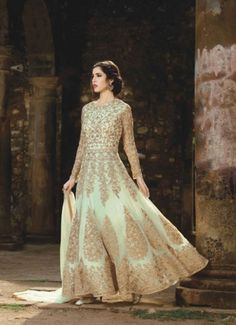 Looking to buy Anarkali online? ✓ Buy the latest designer Anarkali suits at Lashkaraa, with a variety of long Anarkali suits, party wear & Anarkali dresses! Robe Anarkali, Long Choli Lehenga, Costumes Anarkali, Net Lehenga, Anarkali Suits, Punjabi Suits, Designer Anarkali, Designer Gowns, Designer Wear