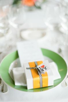 New York Theme Wedding Favors | photography by http://www.brklynview.com/