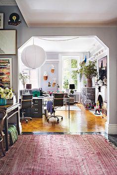 jewel toned home decor via architectural digest espana. #paperlantern #paperlighting #jeweltones #jeweltoned #interiordesign #interiordecorating #architecturaldigestespana #spain #hometour #eclecticdecor #design #homeoffice #studio #openfloorplan #rug