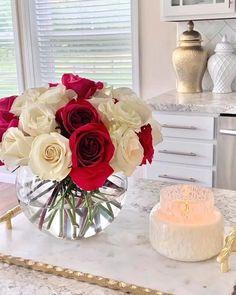 Table Decor Living Room, Home Decor Bedroom, Flower Decorations, Table Decorations, Flower Centerpieces, Flower Arrangements Simple, Artificial Floral Arrangements, Diy Crafts For Home Decor, Deco Floral