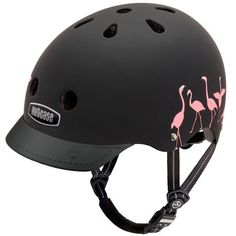 Sykkelhjelm med flamingoer.